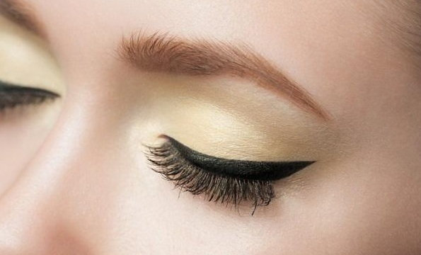Apply Eyeliner Perfectly