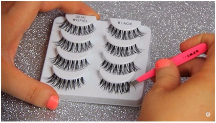 How to Apply Fake Eyelashes 01