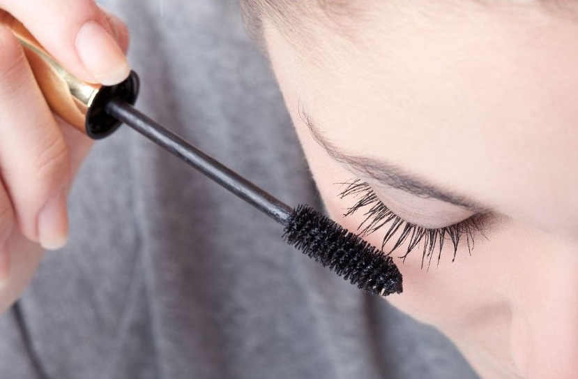 How to Remove Mascara Without Makeup Remover