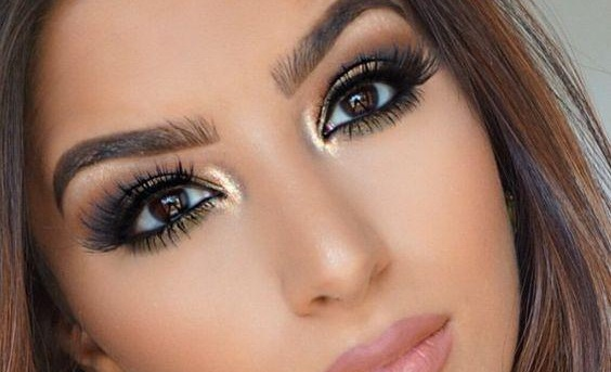 How to apply eye makeup to make eyes look younger