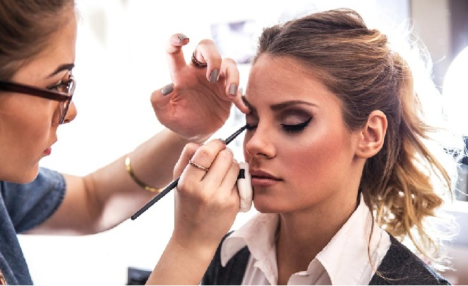 10 Must Know Makeup Secrets That Makeup Professionals Use