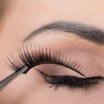 Glueless Method for Applying False Eyelashes