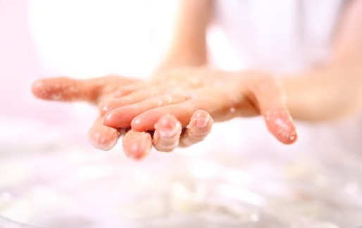Easy Ways to Exfoliate Hands