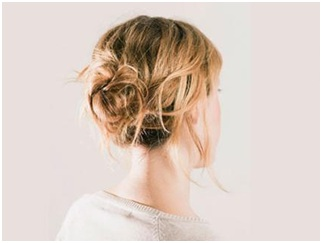 How to Make a Messy Bun 01